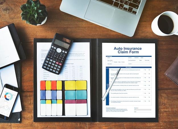 Formulaire de réclamation d'assurance automobile concept d'indemnisation du document
