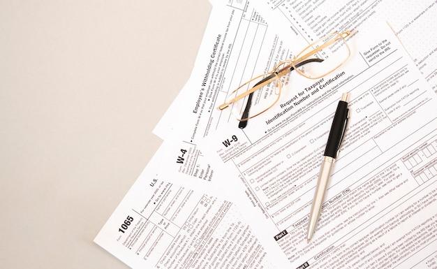 Formulaire w9 des lois fédérales sur l'impôt sur le revenu.