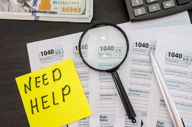 Formulaires fiscaux 1040 avec calculatrice et dollars