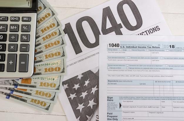 Formulaires fiscaux 1040 et dollars
