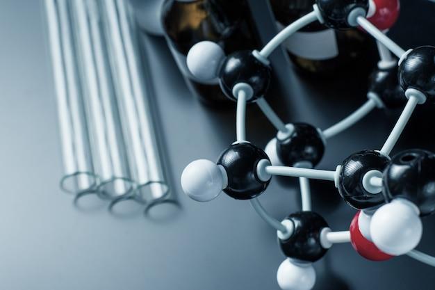 Formule moléculaire et équipement de laboratoire
