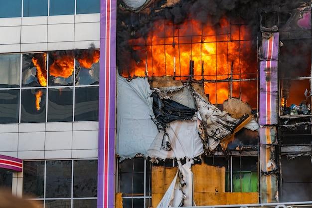 Fort incendie dans le centre commercial