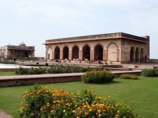 Fort de lahore shahi, le renforcement des
