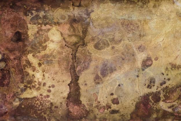 Forte corrosion de la surface métallique.
