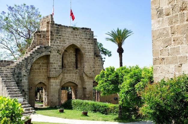 Forteresse de l'abbaye de bellapais dans le nord de chypre