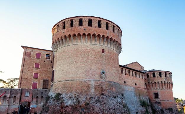 Forteresse médiévale à dozza imolese, près de bologne, italie.