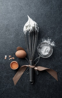 Fouet avec boulangerie à la meringue et aux œufs