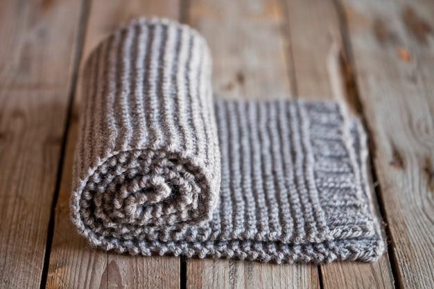 Foulard beige tricoté à la main