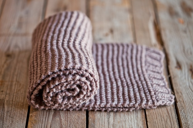 Foulard marron tricoté à la main