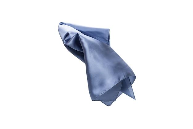 Foulard en soie bleu fluide isolé