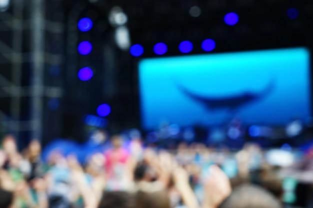Foule floue au concert