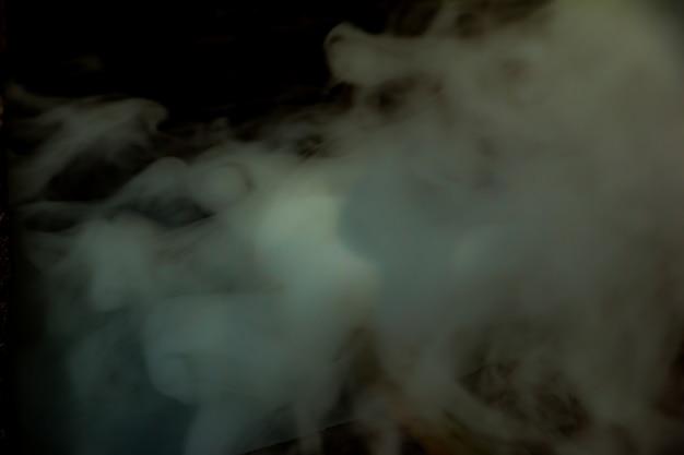 Four à charbon de fumée