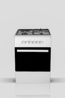 Four de cuisine domestique moderne sur fond blanc