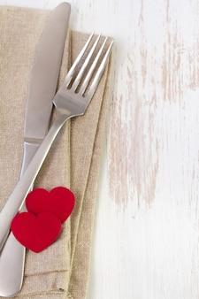 Fourchette, couteau et serviette