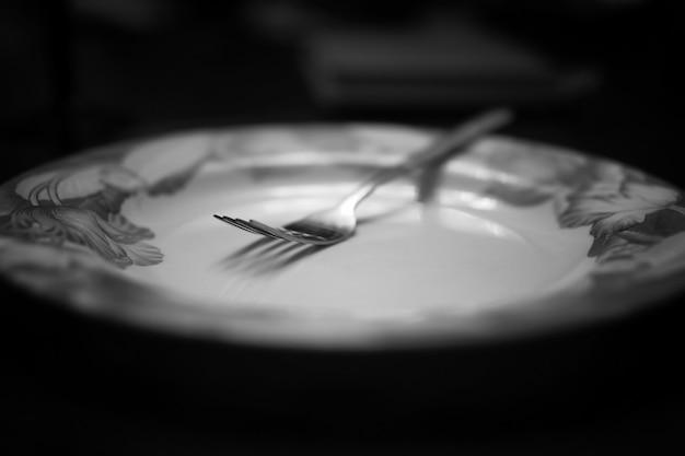 Fourchette en plaque noir blanc