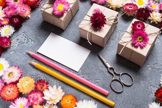 Fournitures artisanales et carte de visite pour fleuriste
