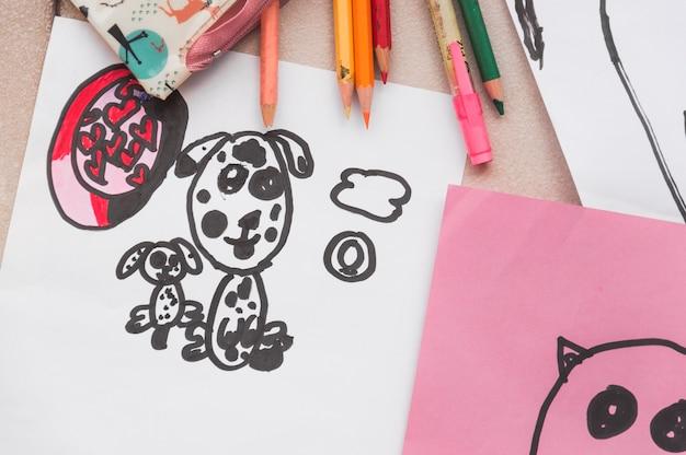 Fournitures de dessin près de photos