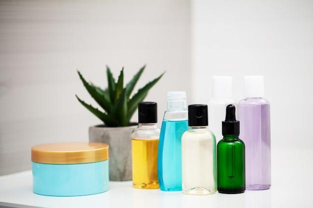 Fournitures de douche. composition produits cosmétiques de cure thermale