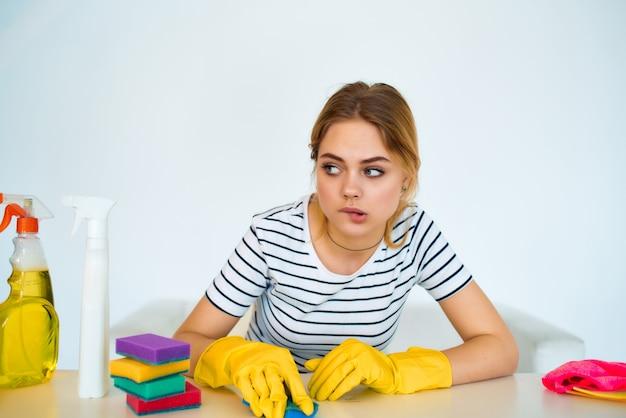 Fournitures de nettoyage femme fourniture de services