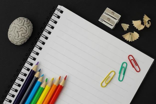 Fournitures pour l'école. retour au concept d'école.