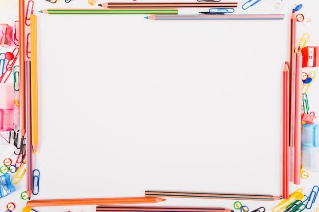 Fournitures scolaires colorées
