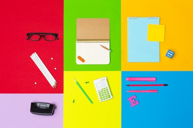 Fournitures scolaires sur papier coloré
