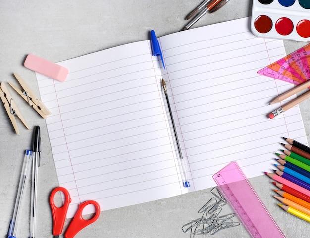 Fournitures scolaires pour les cours d'art