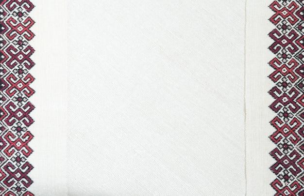 Fragment de broderie. fil, tissu.
