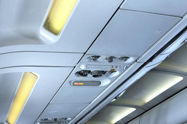 Fragment de vue intérieure d'un avion moderne. ligne internationale.