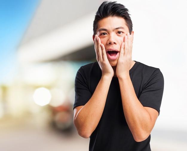 Frais chinese-homme surpris
