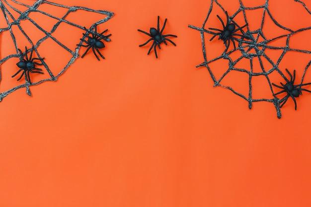 Frais généraux du concept de fond de happy halloween festival. plusieurs objets de signe et de mélange pour la saison. belle décoration sur le bureau moderne de table orange avec espace copie.