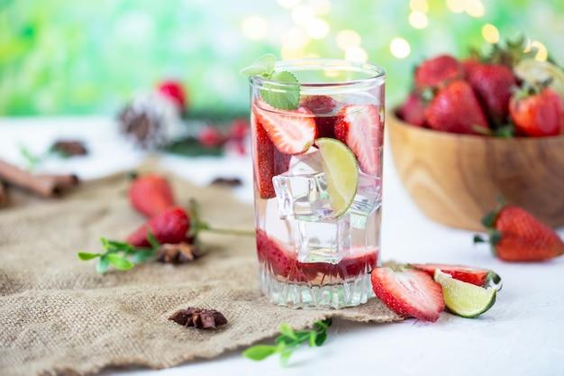 Fraise glacée à la limonade fraise glacée énergie saine au citron vert