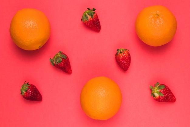 Fraise mûre orange et rouge brillant