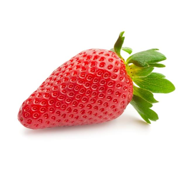 Fraise rouge vif appétissant sur un blanc