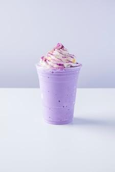 Frappe au lait et patate douce violette avec chantilly