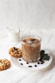 Frappuccino aromatique sur table