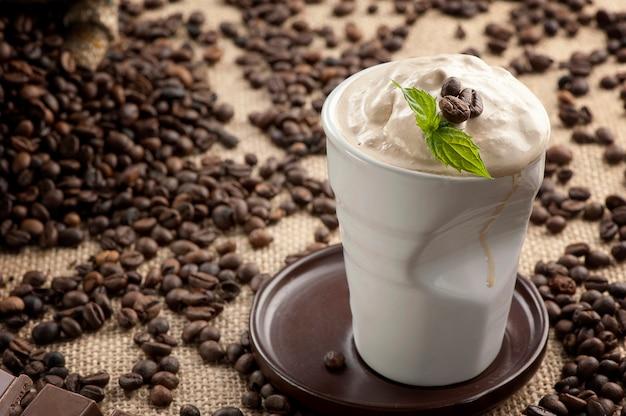 Frappucino mélangé glacé, grains de café