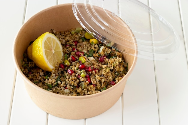 Freekeh, graines de grenade et salade de pistaches
