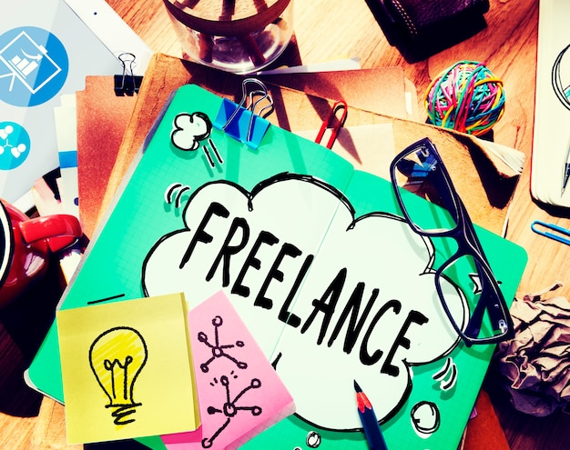 Freelance à temps partiel sous-traite l'emploi du travail concept