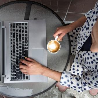 Freelance et travail à distance de cafés et autres
