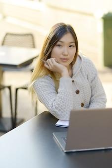 Freelance travaillant à l'extérieur