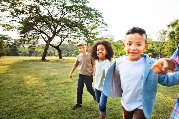 Freindship trendy playful leisure enfants concept d'enfants