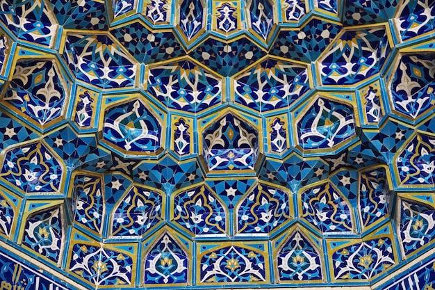 Fresques sur la mosquée de yazd, en iran