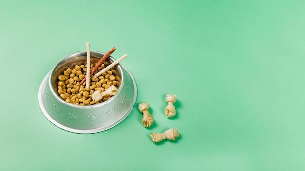 Friandises pour animaux de compagnie dans la nourriture