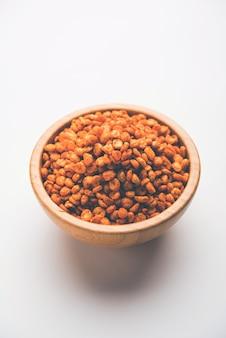 Fried and spicy chana dal masala est une recette populaire de chakna. servi dans un bol. mise au point sélective