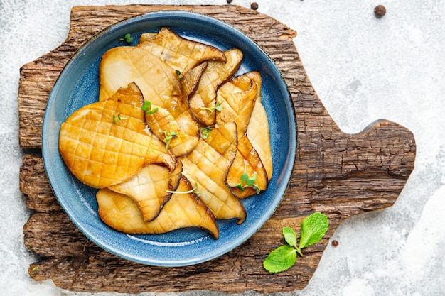 Fried grill tranche eryngii pleurotes champignons roi eringi deuxième plat collation repas frais