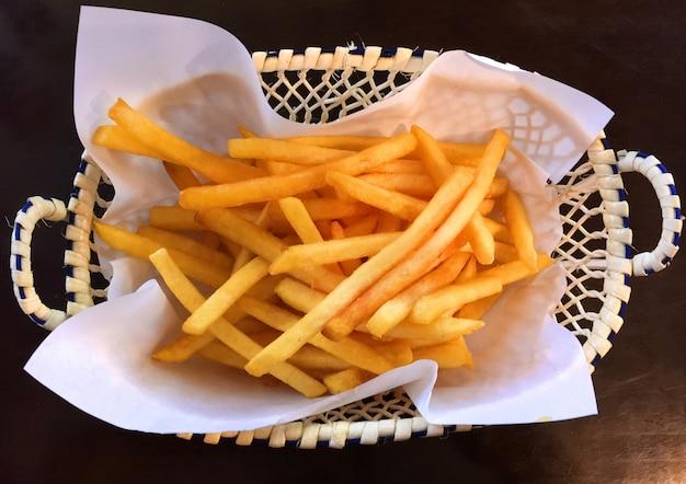 Frites croustillantes au panier