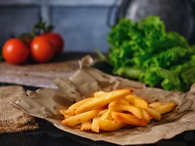 Frites sur la table