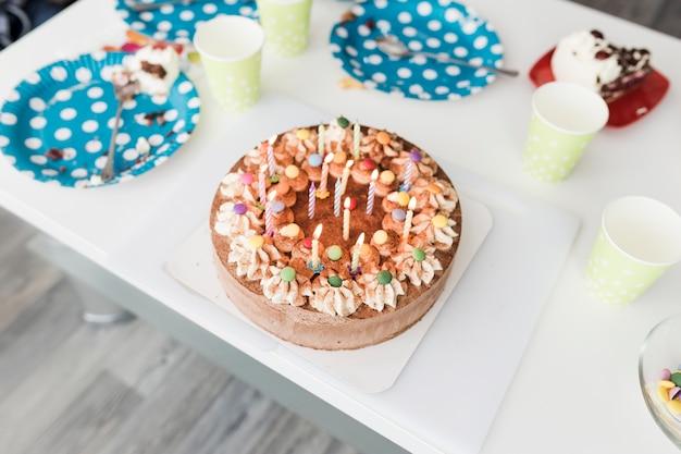 From above gâteau sur la table