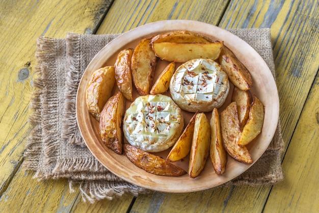 Fromage camembert au four avec pomme de terre